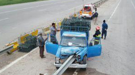 برخورد وانت نیسان با گاردریل در دزفول/ راننده کشته شد