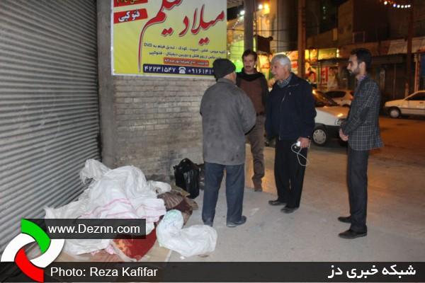 هدایت افراد کارتون خواب توسط مسئولین به محل کمپ شهرداری دزفول