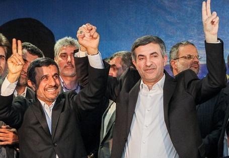 «یکتا» در آغوش احمدی نژاد و مشایی / چرا اصولگرایان به متحد سابق خود روی خوش نشان نمی دهند؟