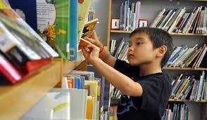 طرح پالایش کتابخانه های مدارس دزفول اجرا شد/ کتابهای استرس زا جمع آوری شدند