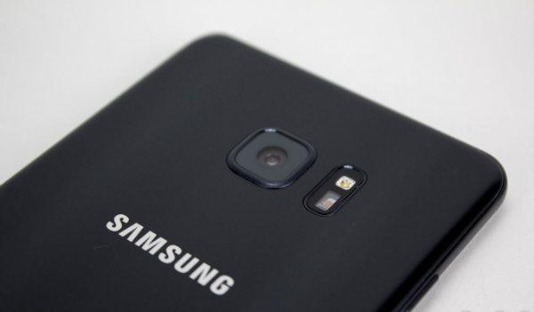 بدنه شیشه ای و دوربین سلفی با کیفیت در نسل بعدی گلکسی A7